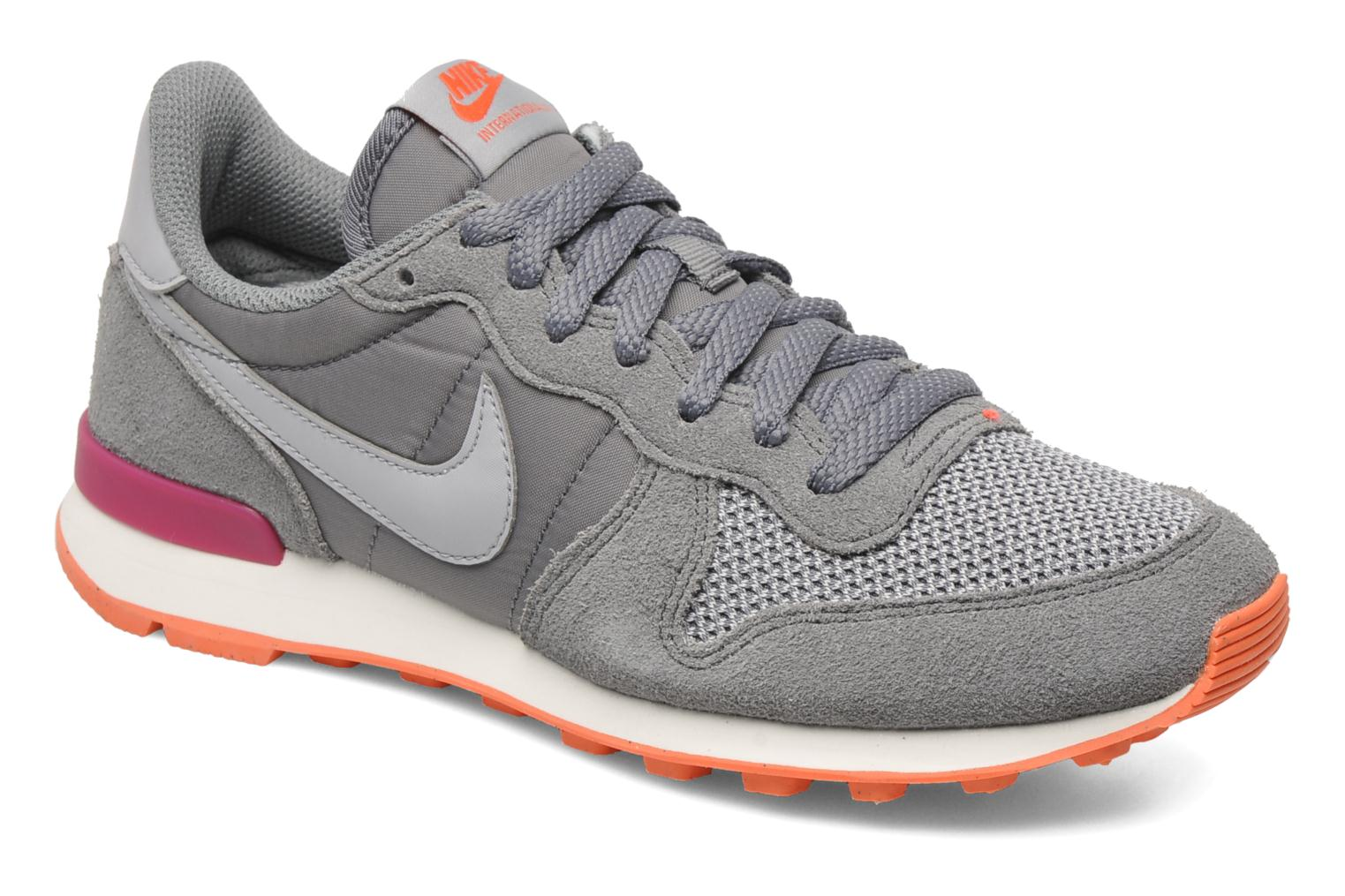 nike internationalist roze grijs