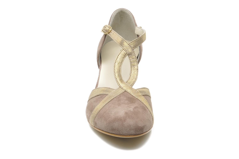 Zapatos de tacón Georgia Rose Titine Beige vista del modelo