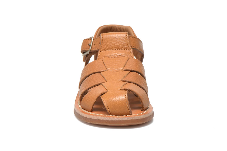 Sandales et nu-pieds Pom d Api Yapo Papy Buckle Marron vue portées chaussures