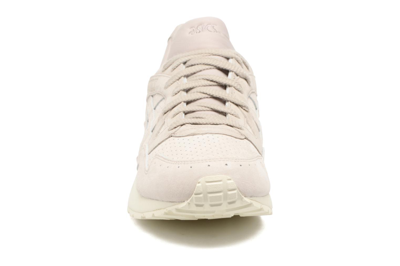 Baskets Asics Gel-Lyte V Beige vue portées chaussures