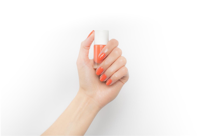 Beauty-Artikel Nailmatic Nagellack orange ansicht von unten / tasche getragen
