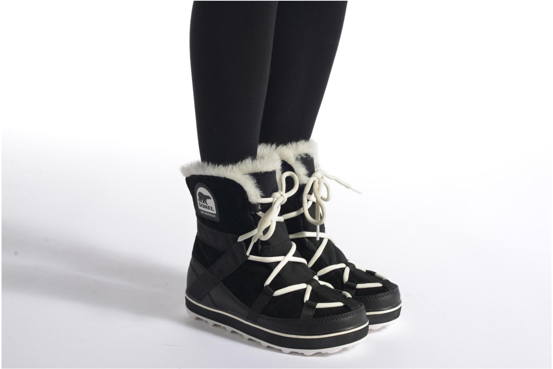 Sportschuhe Sorel Glacy Explorer Shortie braun ansicht von unten / tasche getragen