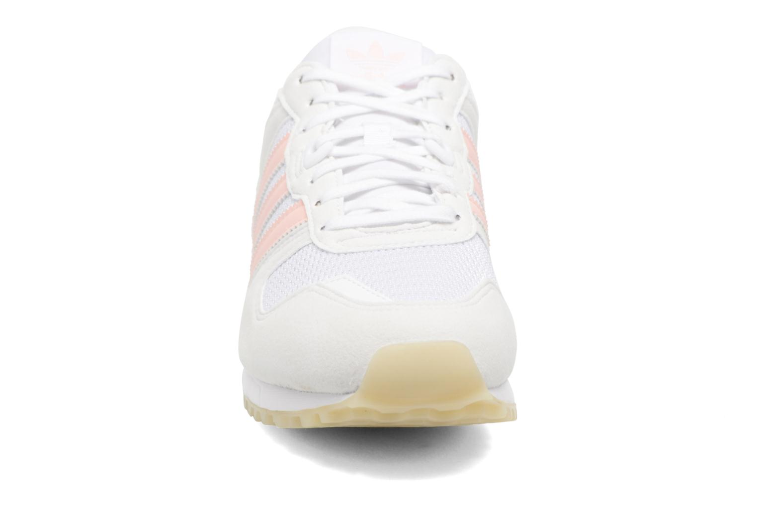 Sneakers Adidas Originals Zx 700 W Rosa modello indossato
