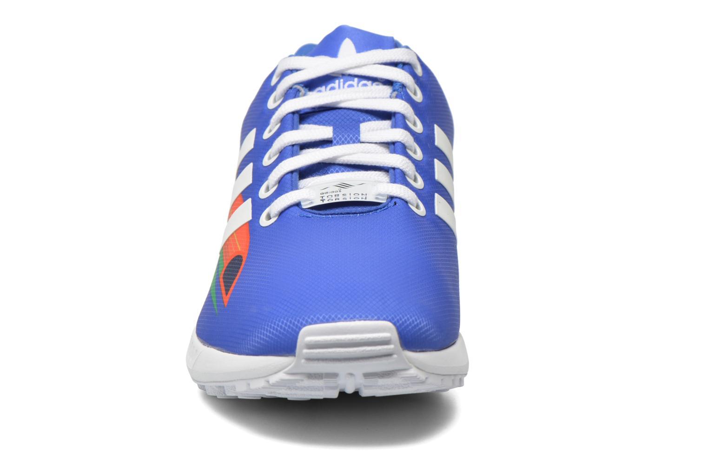 Baskets Adidas Originals Zx Flux W Bleu vue portées chaussures