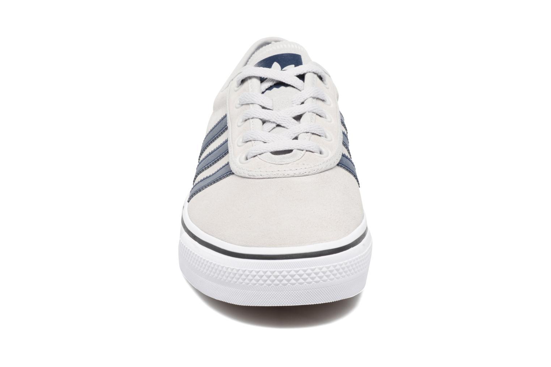 Baskets Adidas Originals Adi-Ease Gris vue portées chaussures