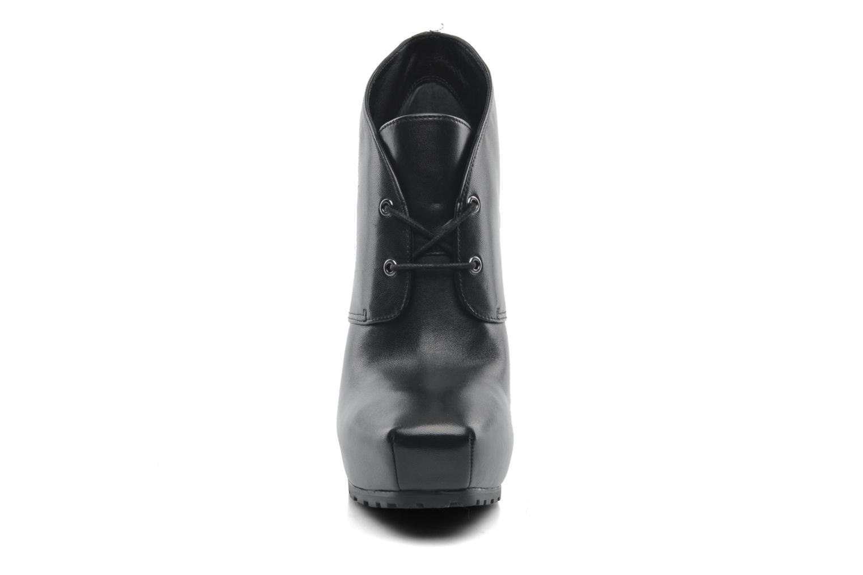 Boots en enkellaarsjes Guess Irris Zwart model