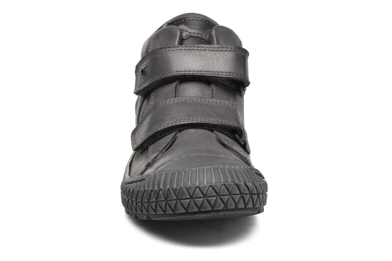 Sneakers Stones and Bones Nevan Grigio modello indossato