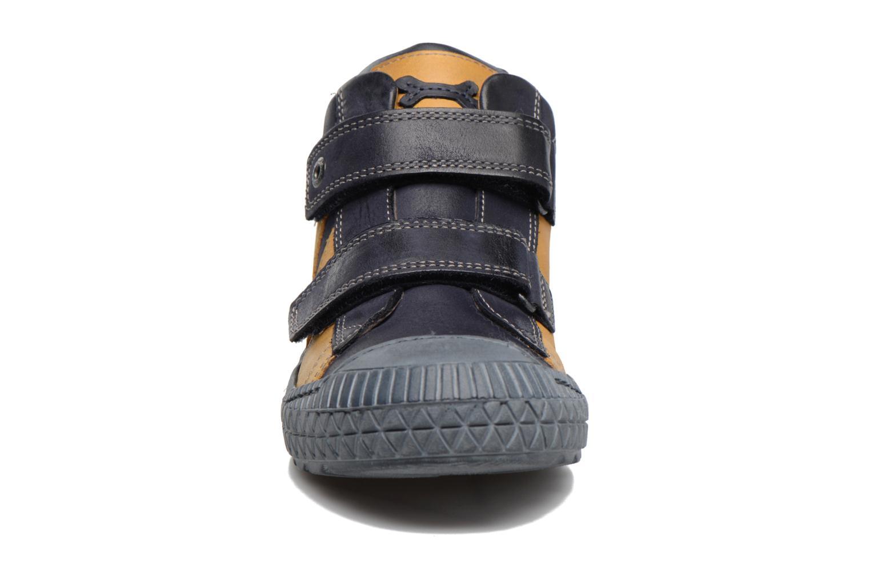 Sneaker Stones and Bones Nevan gelb schuhe getragen