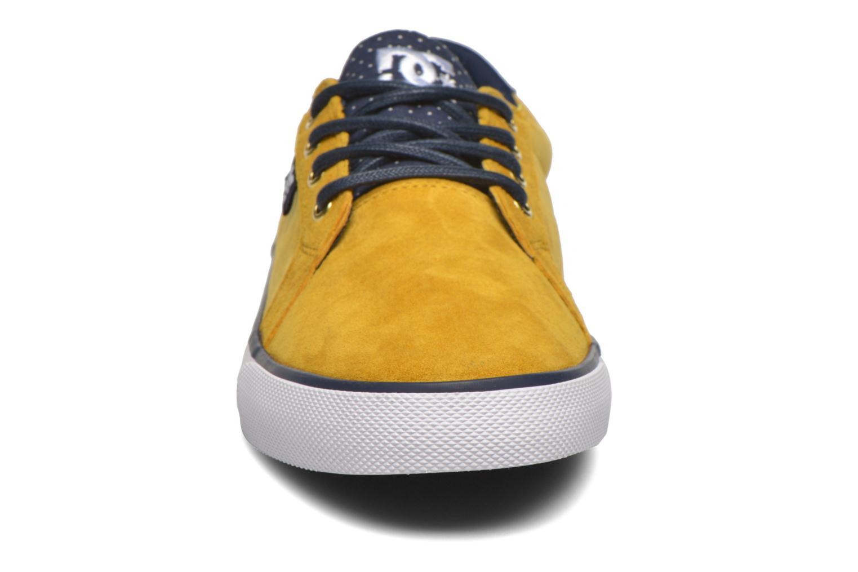 Baskets DC Shoes Council Se Jaune vue portées chaussures