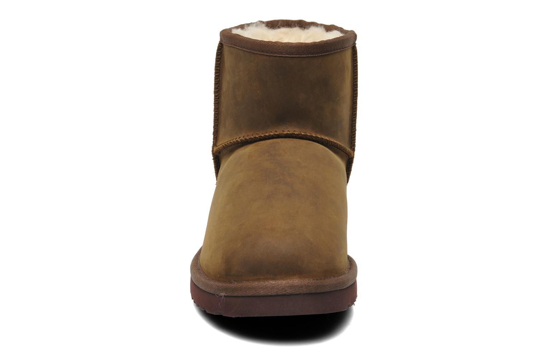 Bottines et boots UGG Classic Mini Leather Marron vue portées chaussures