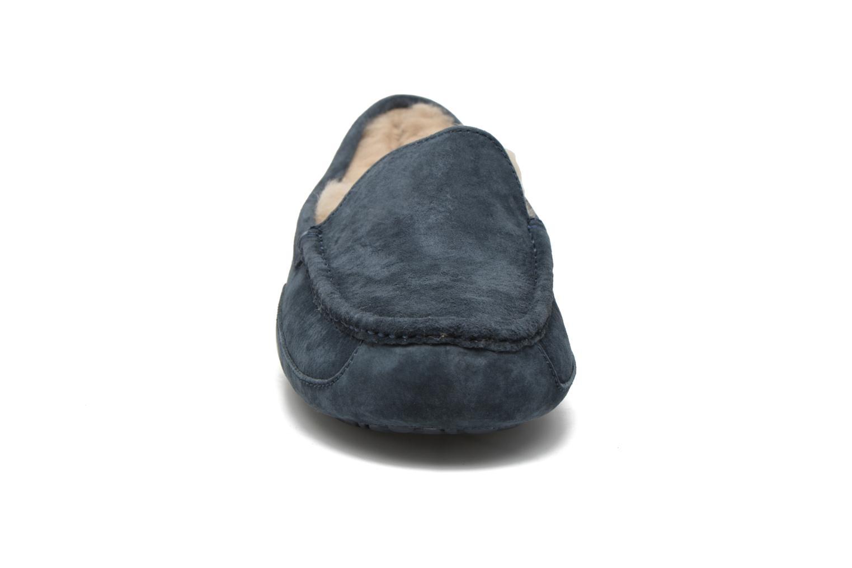 Hausschuhe UGG Ascot blau schuhe getragen
