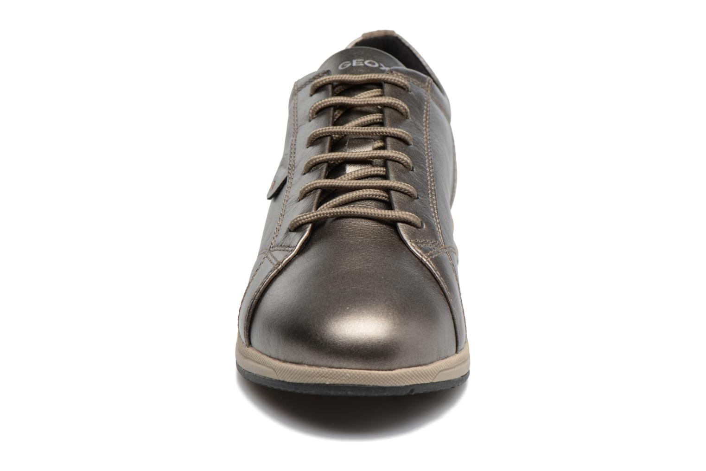 Sneakers Geox D AVERY B D44H5B Marrone modello indossato
