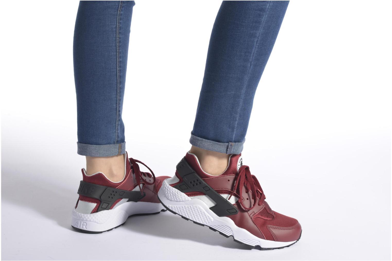 Sneaker Nike Nike Air Huarache weiß ansicht von unten / tasche getragen