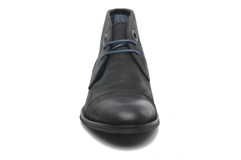 Snörade skor Kickers Darko Svart bild av skorna på