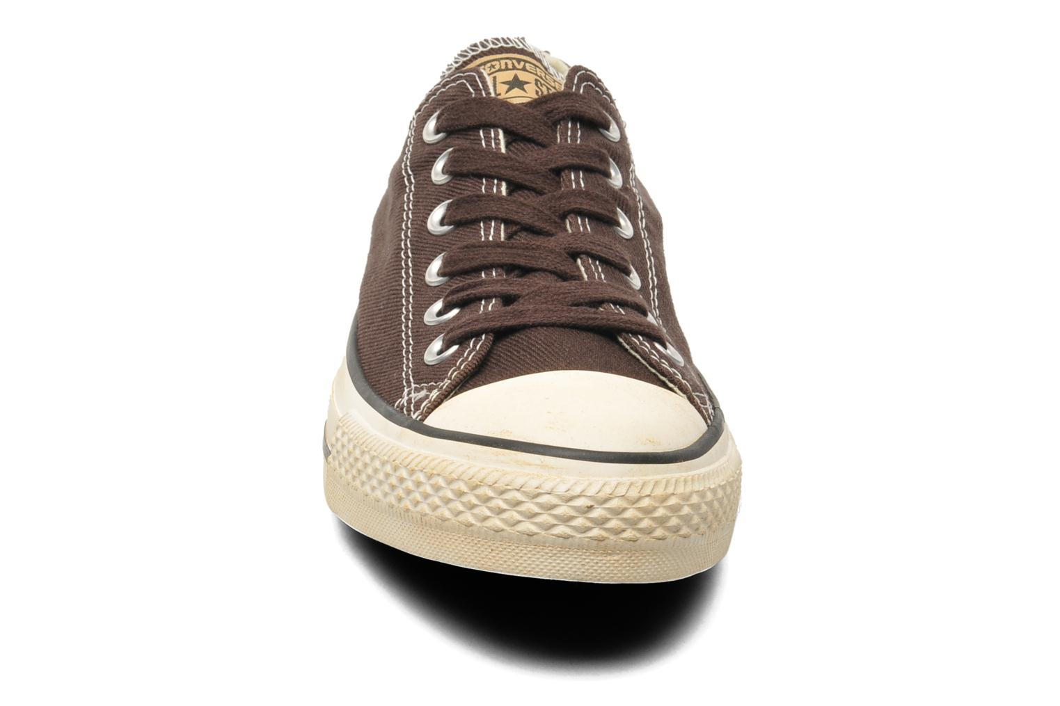 Baskets Converse Chuck Taylor Vintage Washed Twill Ox M Marron vue portées chaussures