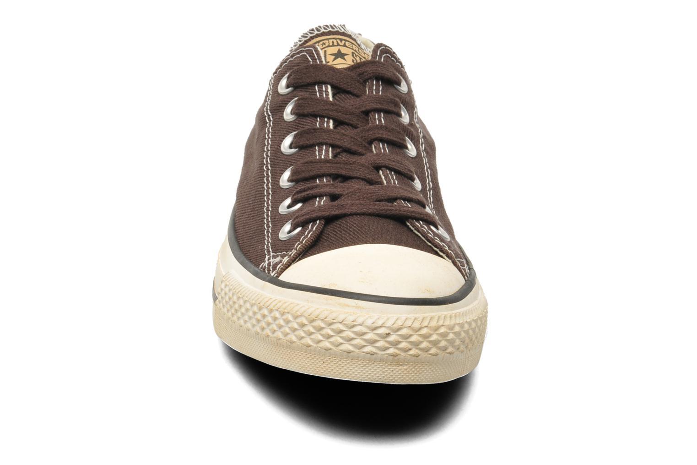 Sneakers Converse Chuck Taylor Vintage Washed Twill Ox M Brun bild av skorna på