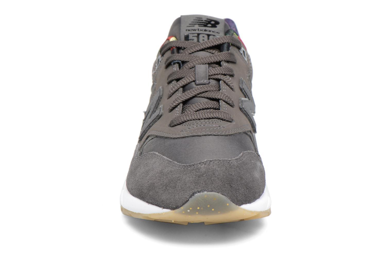 Baskets New Balance WRT580 Gris vue portées chaussures