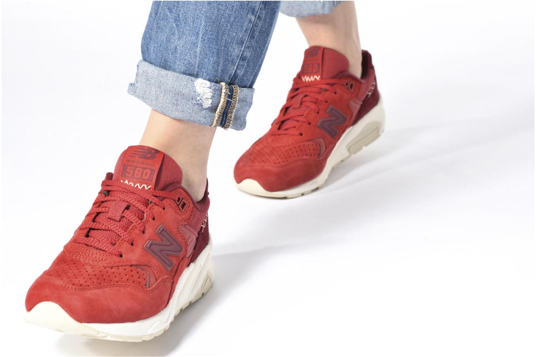 Sneaker New Balance WRT580 weiß ansicht von unten / tasche getragen