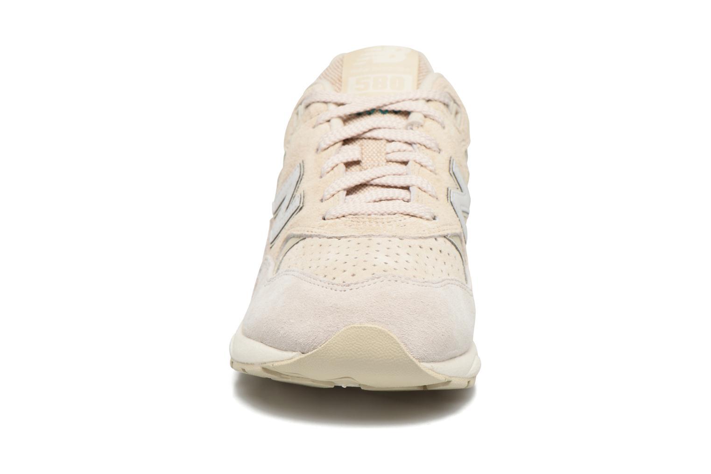 Sneaker New Balance WRT580 weiß schuhe getragen