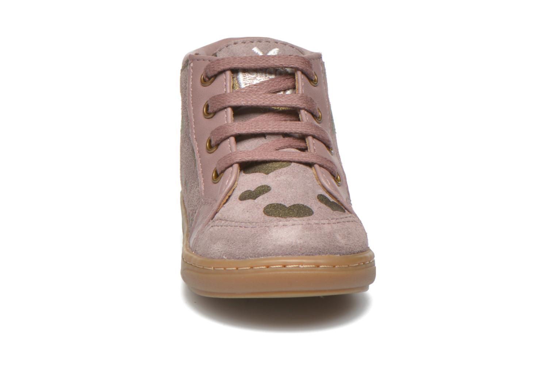 Boots Shoo Pom Bouba Bump Rosa bild av skorna på