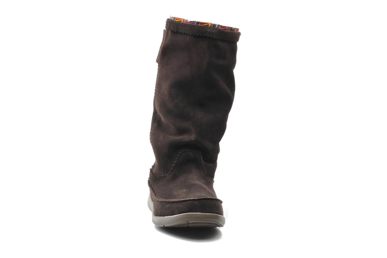 Boots Crocs Adela Suede Boot W Brun bild av skorna på