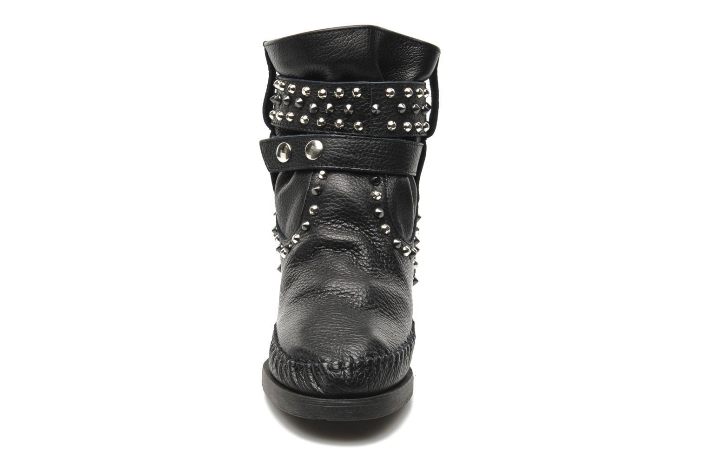 Bottines et boots Karma of Charme London Dark Noir vue portées chaussures