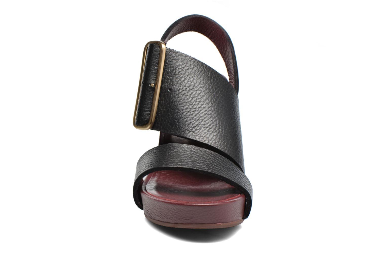 Sandalias Avril Gau Largo Negro vista del modelo