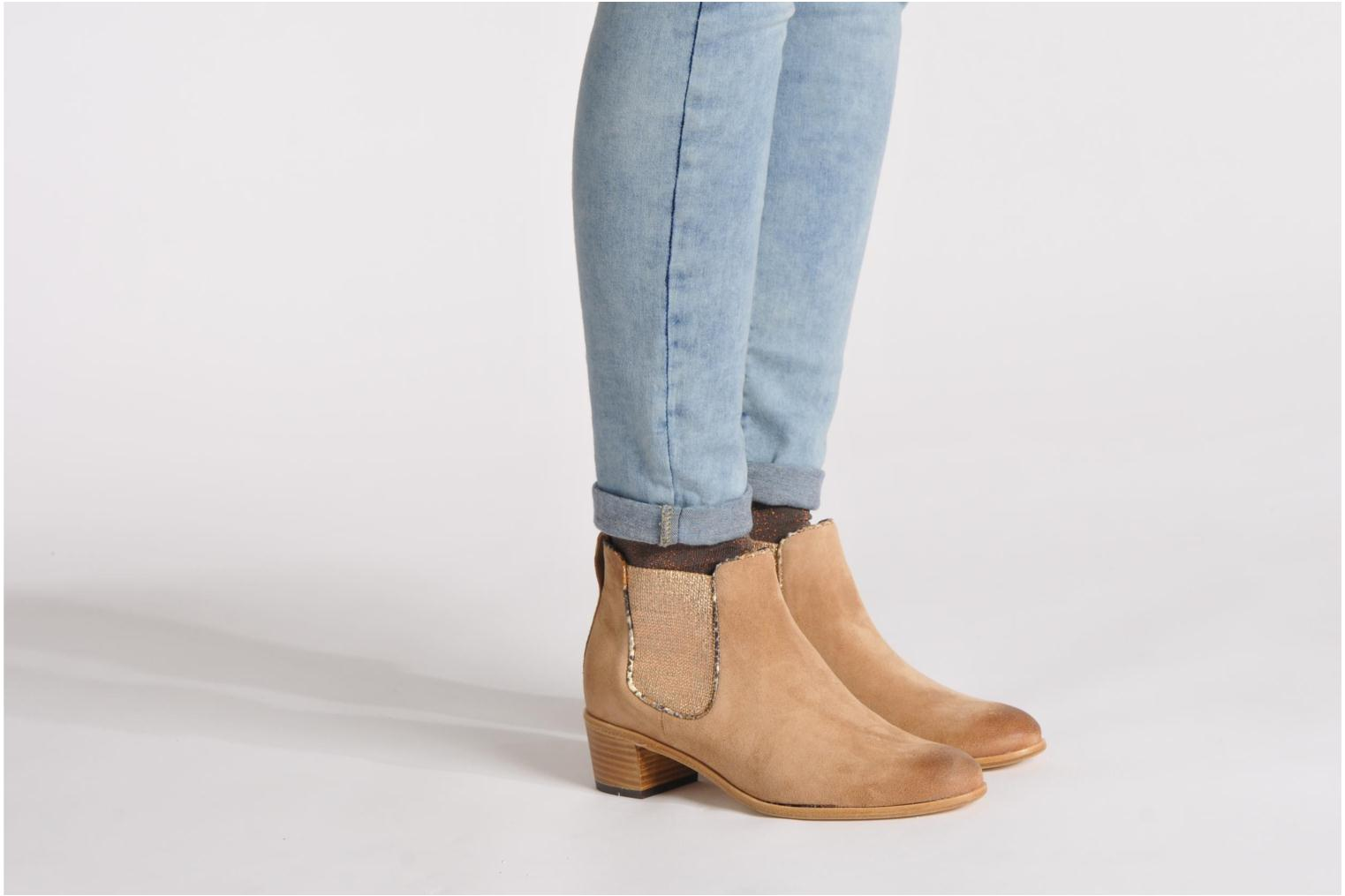 Ankle boots Georgia Rose Parmak Beige view from underneath / model view
