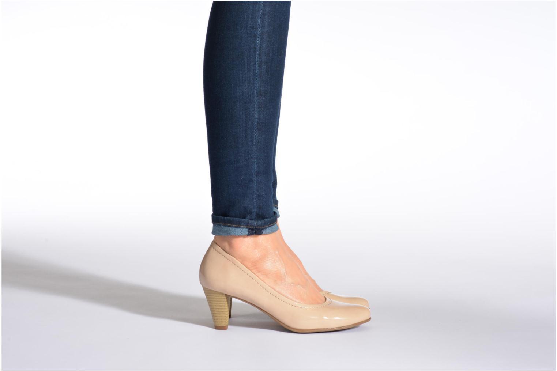 Pumps Jana shoes Bossy schwarz ansicht von unten / tasche getragen