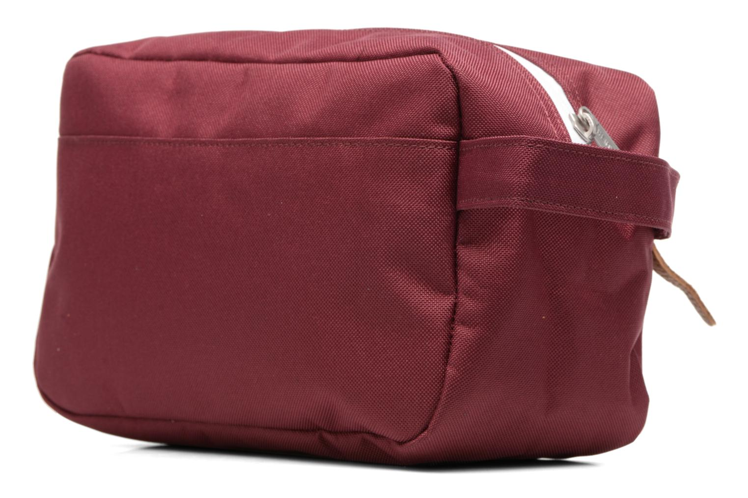 Luggage Herschel Chapter Burgundy view from the right