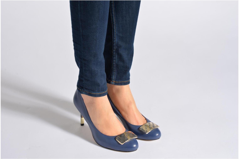 Zapatos de tacón Guess Racheli Beige vista de abajo