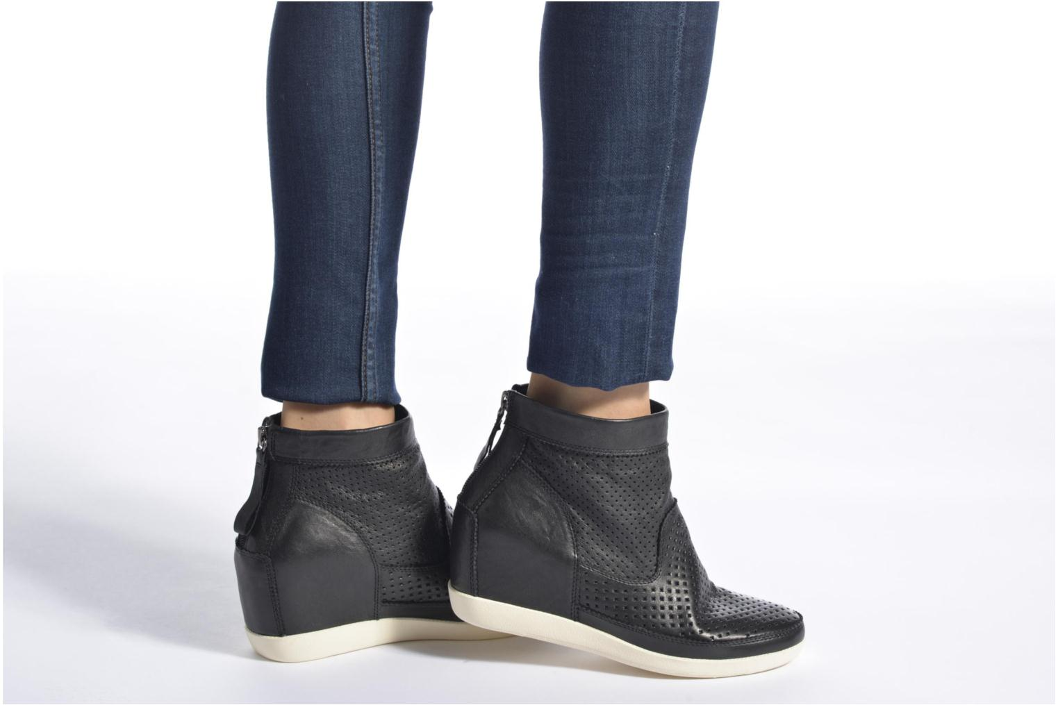Ankle boots Shoe the bear Emmy Black view from underneath / model view