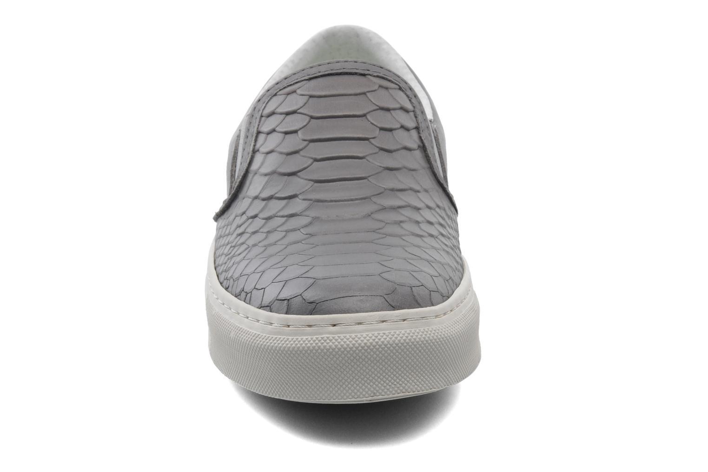 Sneaker Bronx Cherry grau schuhe getragen
