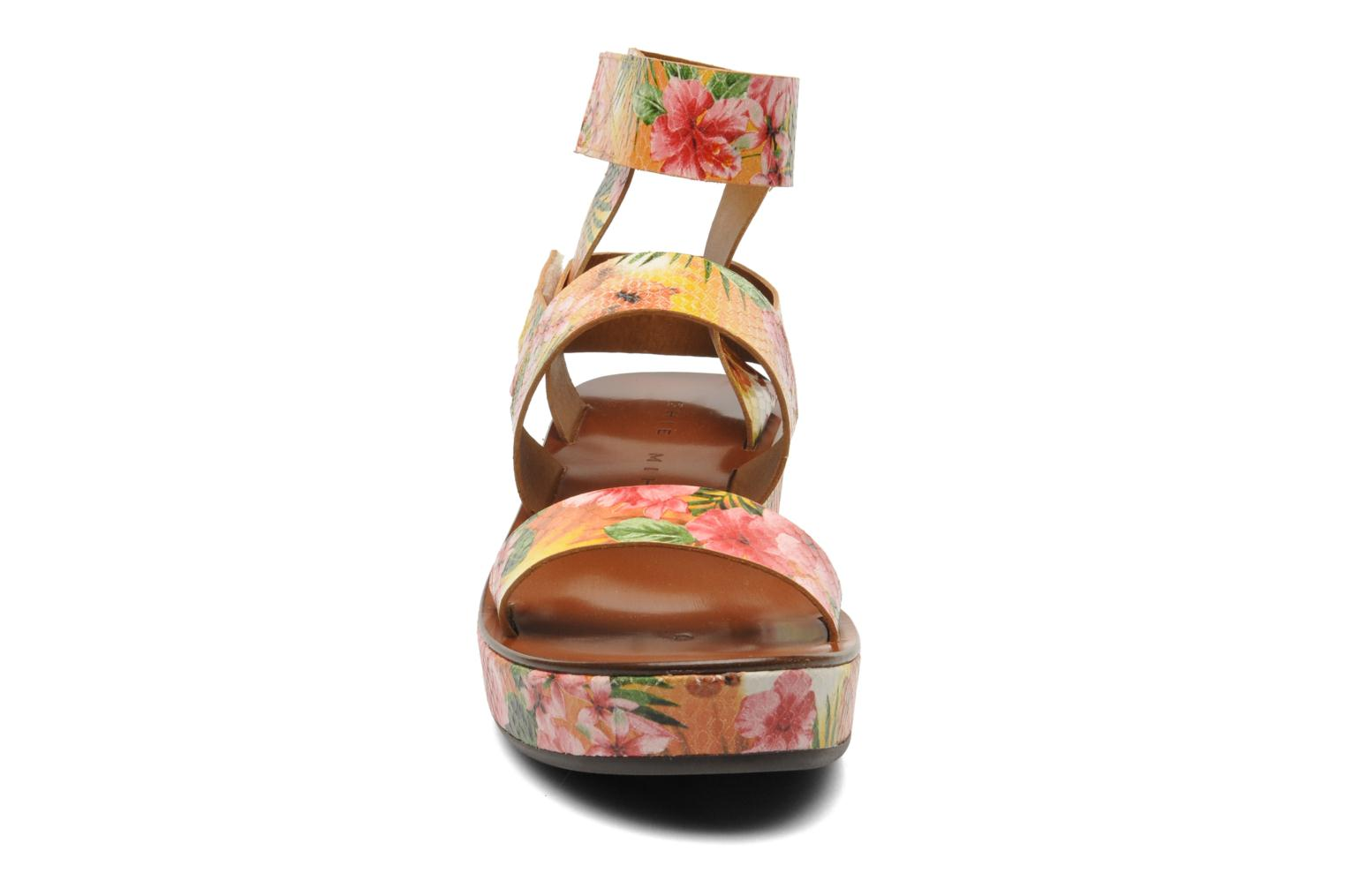 Sandales et nu-pieds Chie Mihara Oyuyu Multicolore vue portées chaussures