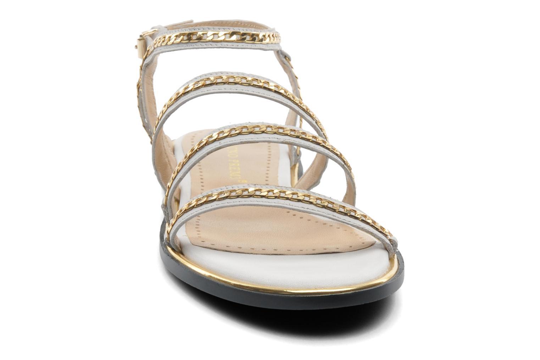 Sandales et nu-pieds Bruno Premi Badra Blanc vue portées chaussures