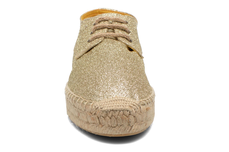 Snörade skor Anaki Sable Bronze och Guld bild av skorna på