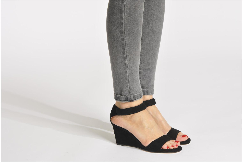 Sandalen Unisa Dulcea beige ansicht von unten / tasche getragen