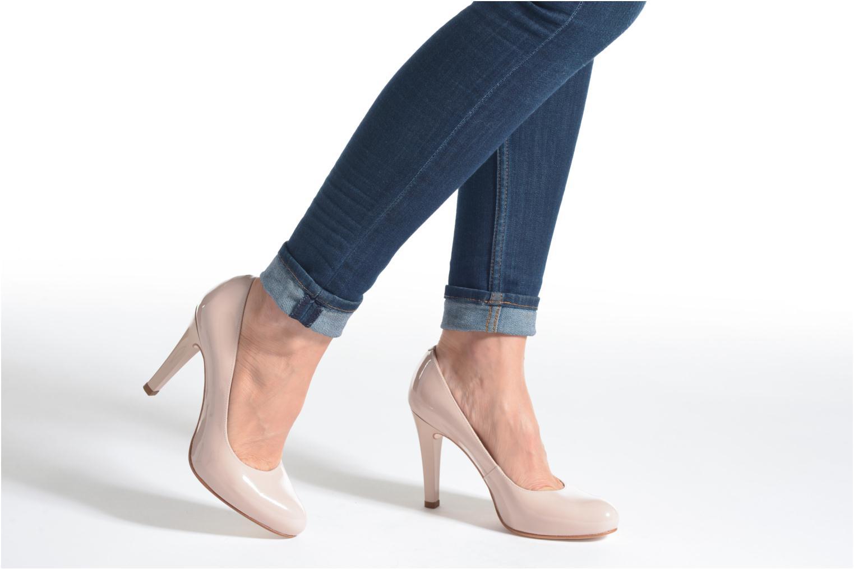 High heels Unisa Patric Beige view from underneath / model view