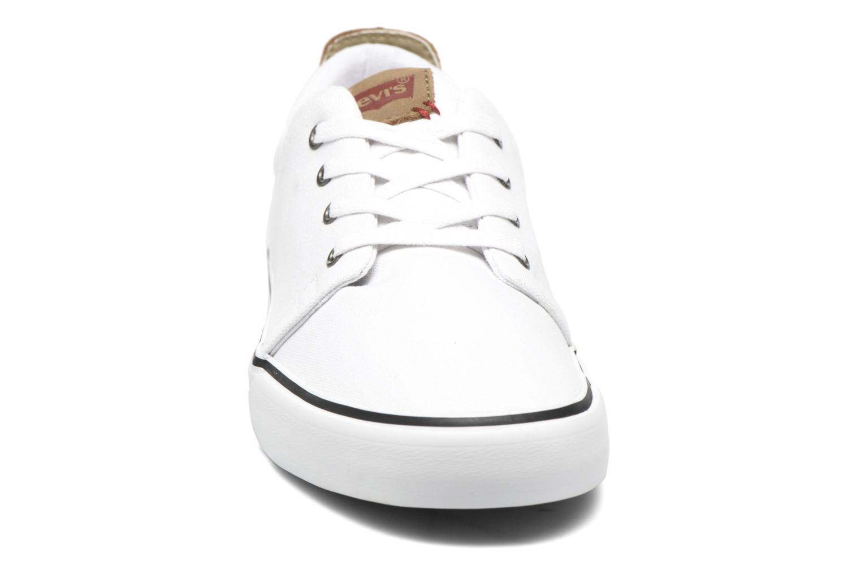 Baskets Levi's Justin Low Lace Blanc vue portées chaussures
