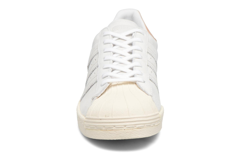 Sneakers Adidas Originals Superstar 80S W Beige modello indossato