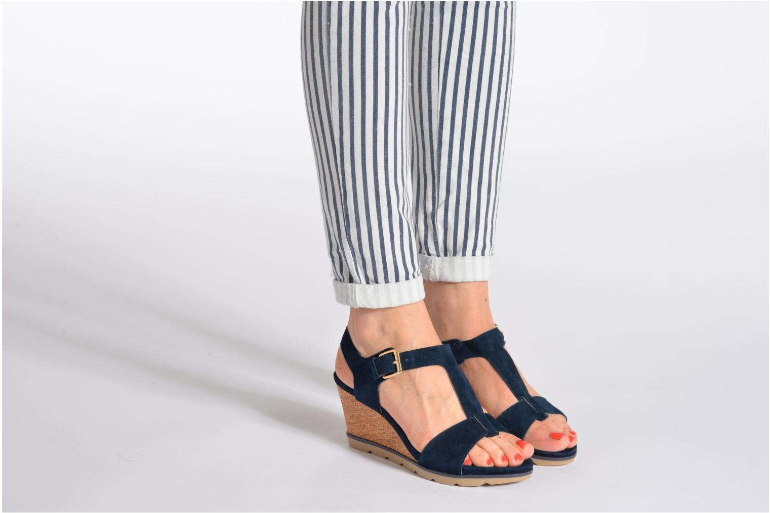 Sandals Lotus Mirror Blue view from underneath / model view