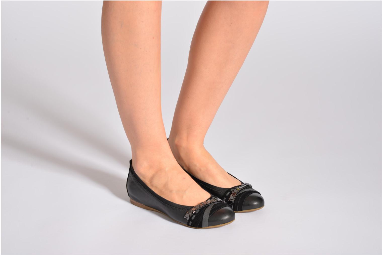 Ballerinas Madison Cluzi schwarz ansicht von unten / tasche getragen