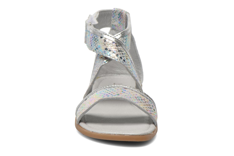 Sandali e scarpe aperte Mod8 Joyce Argento modello indossato