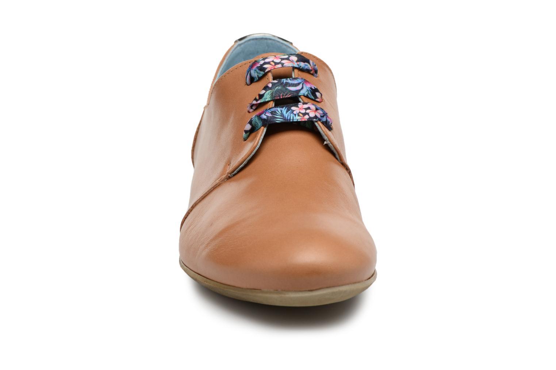Chaussures à lacets Dorking Candy 5058 Marron vue portées chaussures