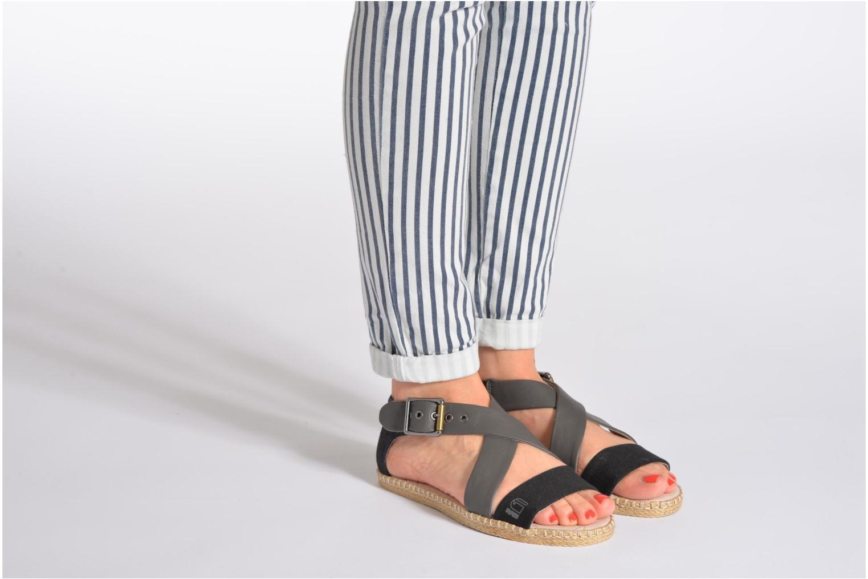 Sandalen G-Star Aria Flat Salon Strap grau ansicht von unten / tasche getragen