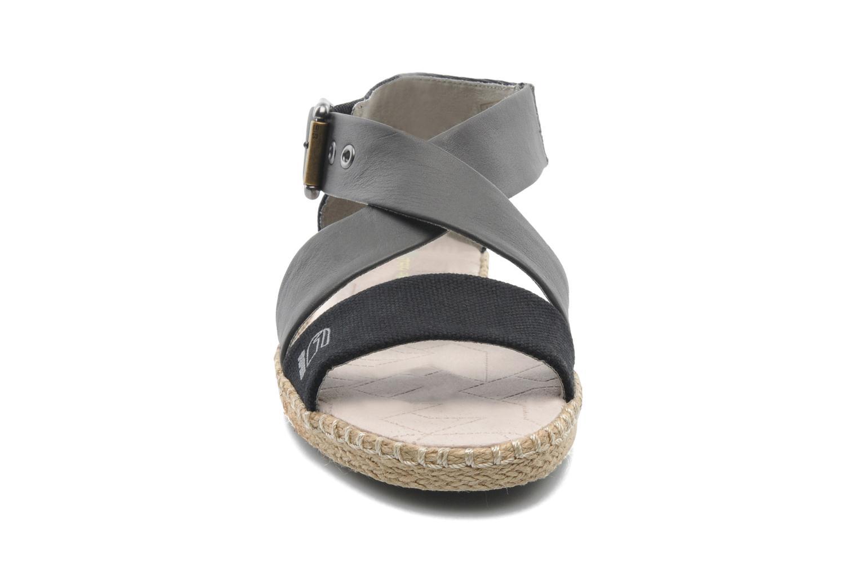 Sandalen G-Star Aria Flat Salon Strap grau schuhe getragen