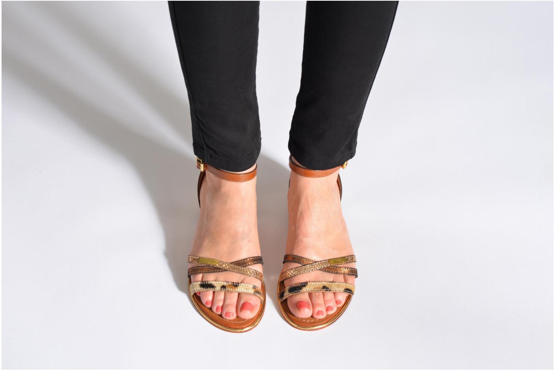Sandalen Les Tropéziennes par M Belarbi Bianca mehrfarbig ansicht von unten / tasche getragen