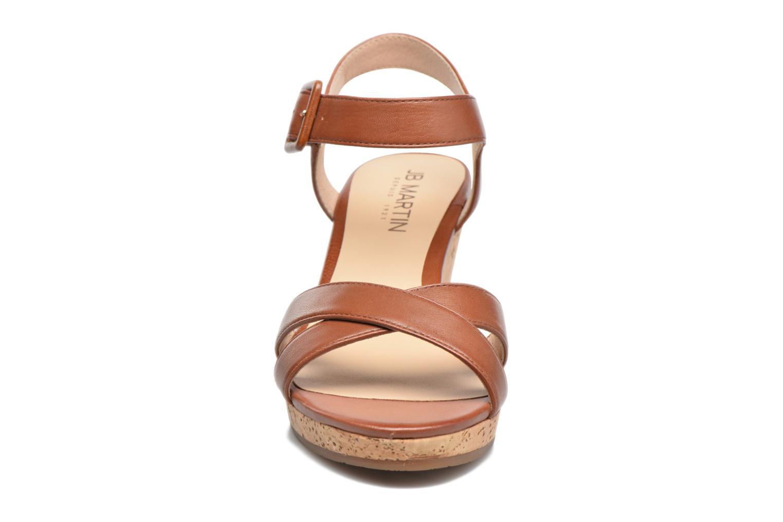 Sandales et nu-pieds JB MARTIN Querida Marron vue portées chaussures