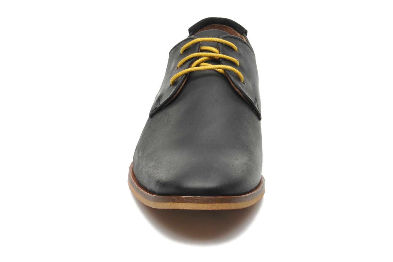 Snörade skor Schmoove Swan derby Svart bild av skorna på