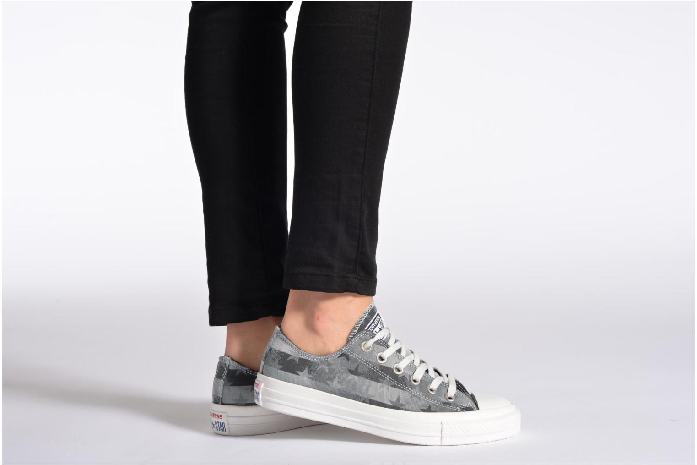 Sneaker Converse Chuck Taylor Bars & Stars Jaquard Ox W mehrfarbig ansicht von unten / tasche getragen